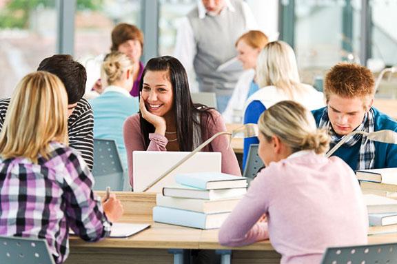 Grupos reducidos conforman las clases de idiomas en The English Way